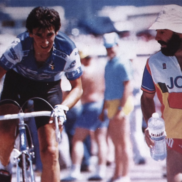 The soul of Orbea has always been in racing. The emblematic Ixio encourages Jokin Mujika during the 1986 Tour